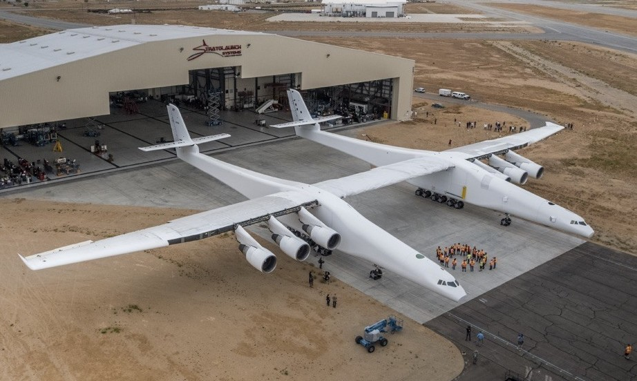 Stratolaunch. El avión más grande del mundo.